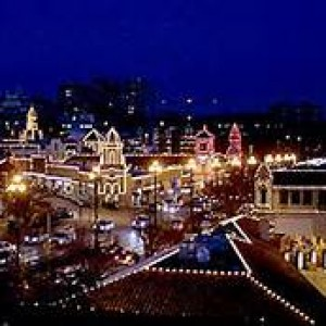 Country Club Plaza Holiday Light Tours: Limousines, Lights and Cider
